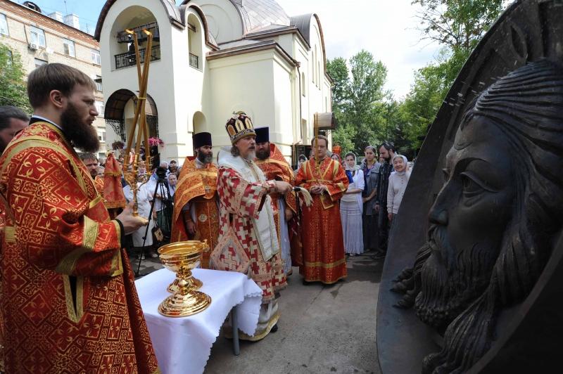 http://www.200hramov.ru/images/gallery/news/b_1437136869.jpg