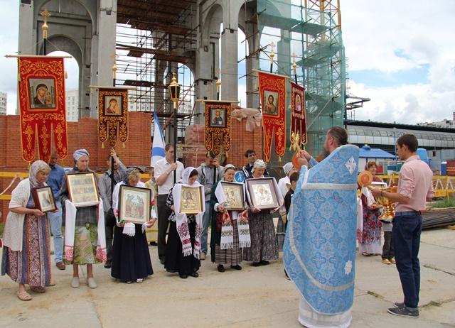 http://www.200hramov.ru/images/gallery/news/b_1437223894.jpg