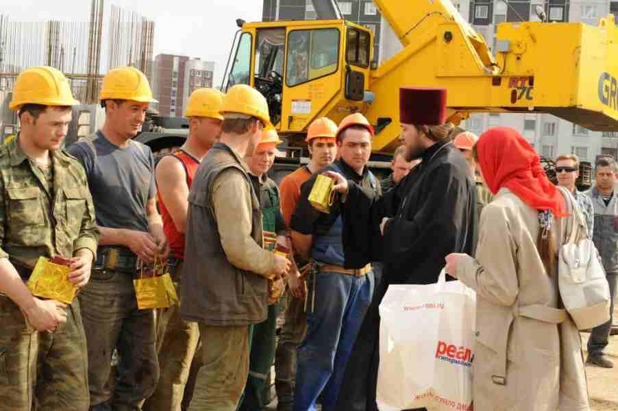 Торжественное поздравление строителей