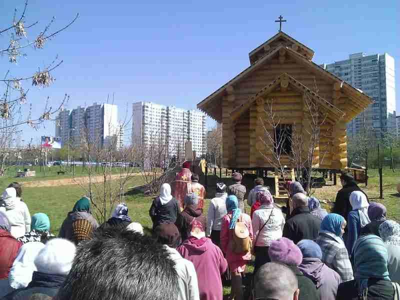 http://www.200hramov.ru/images/gallery/news/ext/b_1398688083.jpg