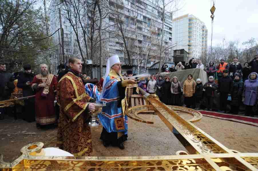 http://www.200hramov.ru/images/gallery/news/ext/b_1447352842.jpg